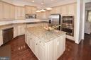 Upgraded Gourmet Kitchen with Island - 2976 TROUSSEAU LN, OAKTON