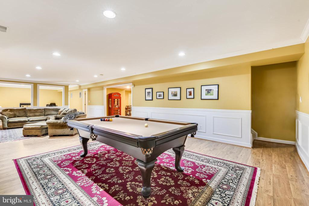 Lower Level Game Room with Pool Table - 47774 BRAWNER PL, STERLING