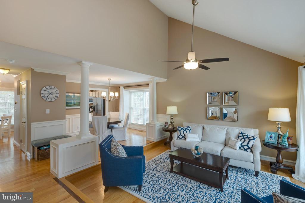 Open main level floor-plan*Neutral paint - 8206 CHERRY RIDGE RD, FAIRFAX STATION