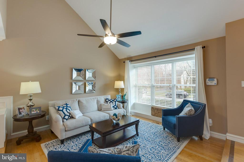 Lots of natural light throughout - 8206 CHERRY RIDGE RD, FAIRFAX STATION