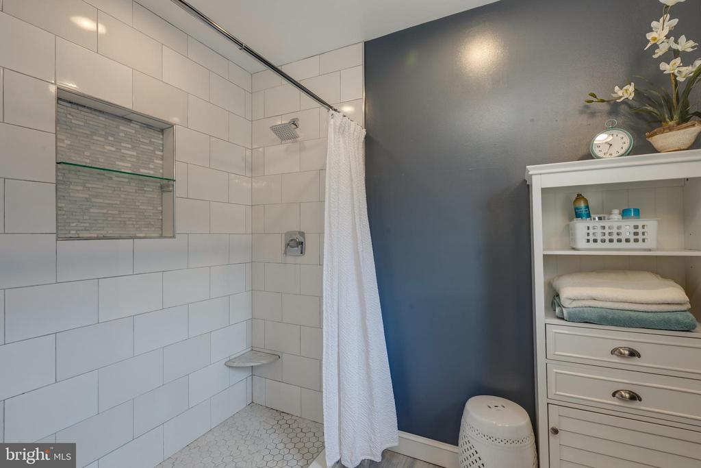 Spacious updated master shower - 8206 CHERRY RIDGE RD, FAIRFAX STATION