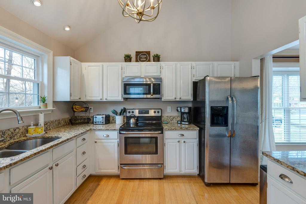 Nicely arranged  updated kitchen - 8206 CHERRY RIDGE RD, FAIRFAX STATION