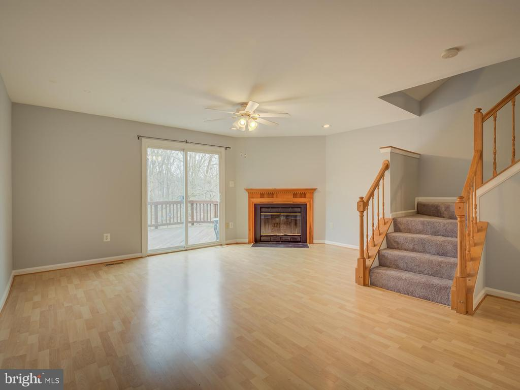 Let Me Show You The Unique Details Of This Home - 20422 SUMMERSONG LN, GERMANTOWN