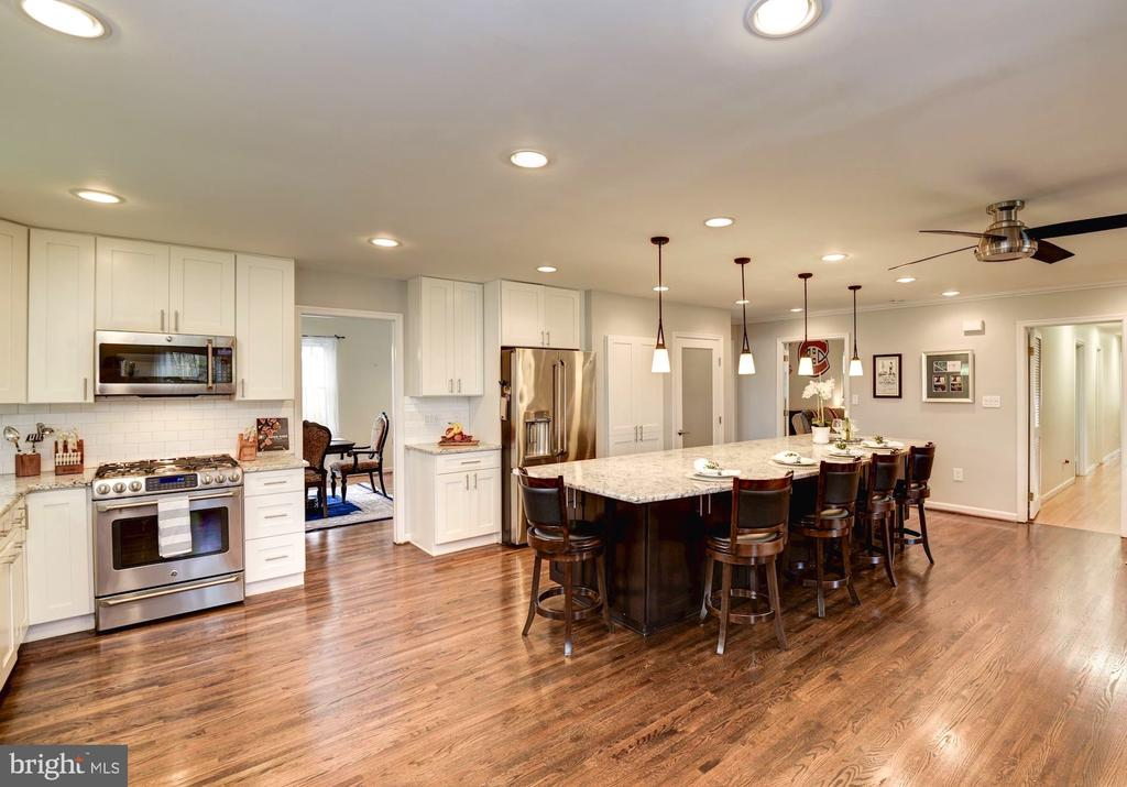 Gourmet Kitchen is Open and Spacious - 8902 TRANSUE DR, BETHESDA