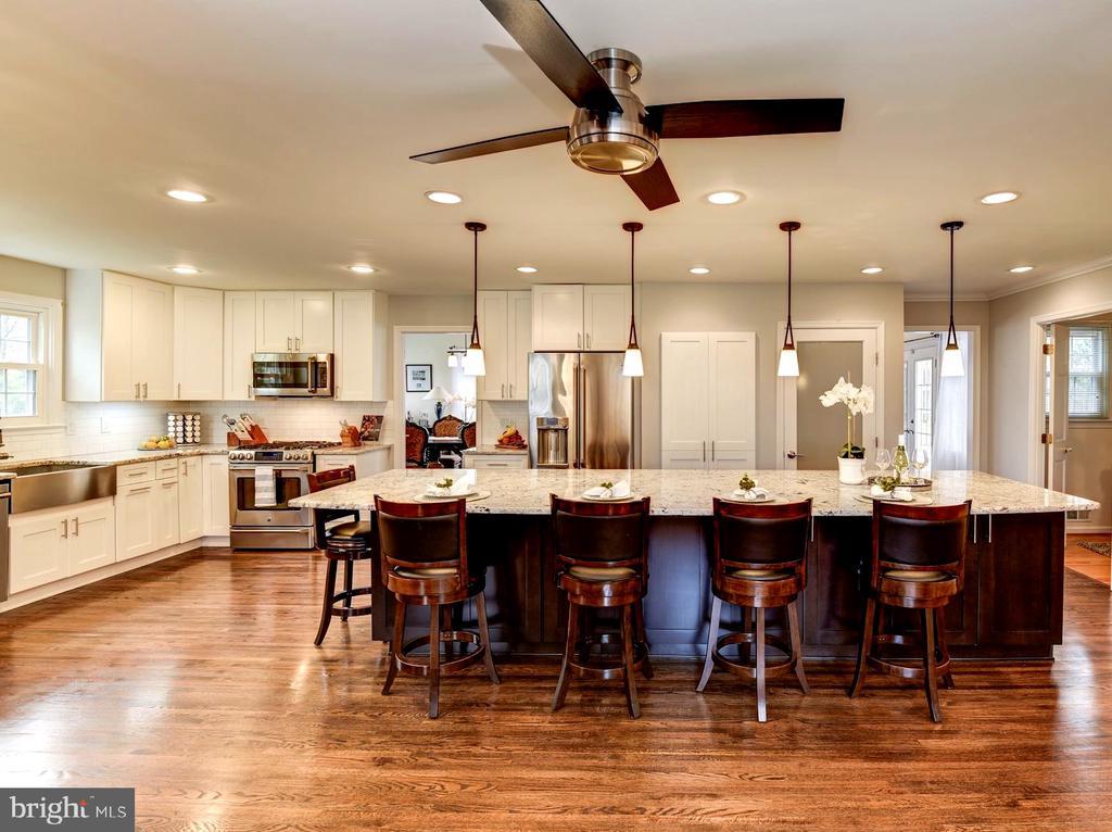 Kitchen Features High-End Appliances - 8902 TRANSUE DR, BETHESDA