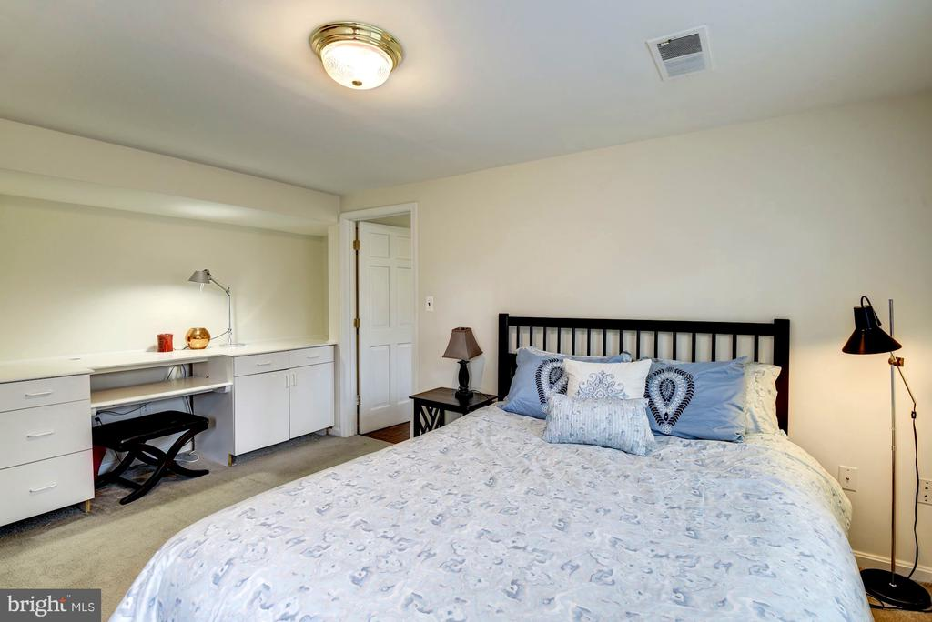 Main Level In-Law Suite Bedroom - 8902 TRANSUE DR, BETHESDA