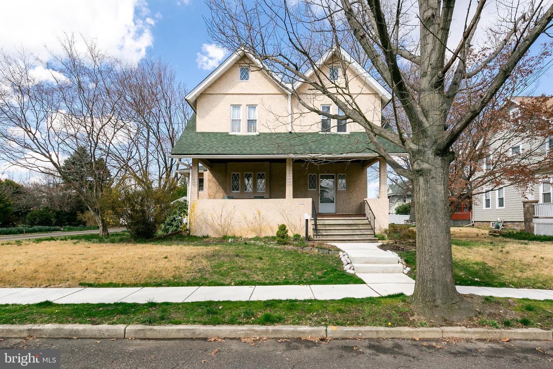 Single Family Homes per Vendita alle ore 1109 ELM Avenue Oaklyn, New Jersey 08107 Stati Uniti