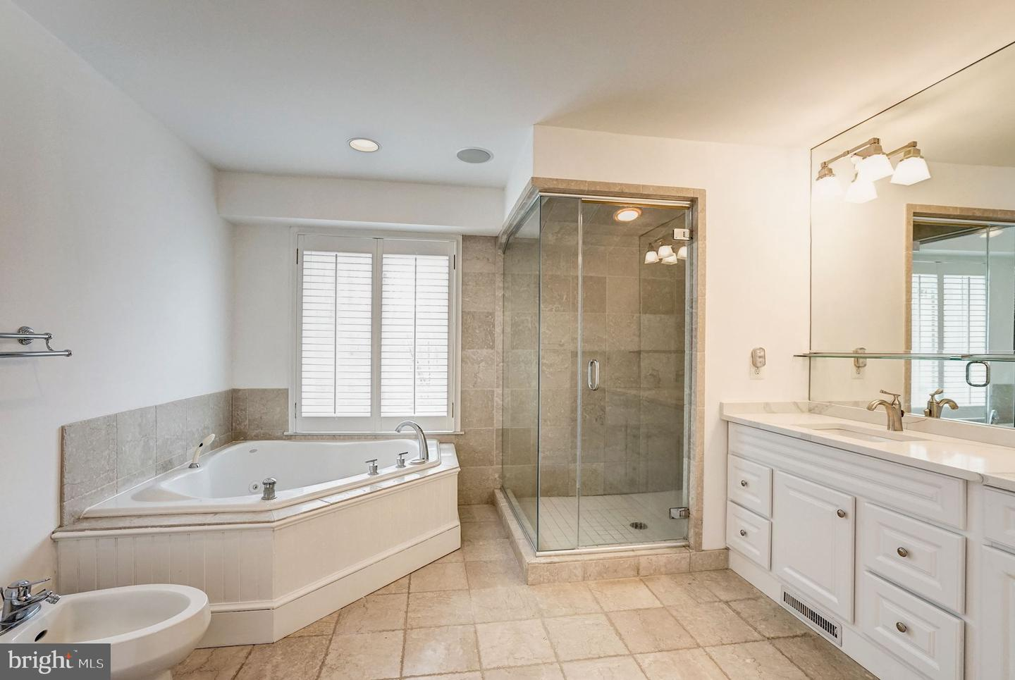 Additional photo for property listing at  McLean, Virginia 22101 United States