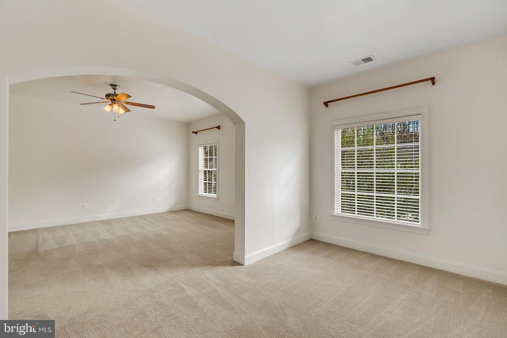 Stunning archways in master suite & sitting room. - 43988 RIVERPOINT DR, LEESBURG