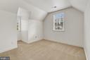 Large en-suite 5th BR for guests. - 43988 RIVERPOINT DR, LEESBURG