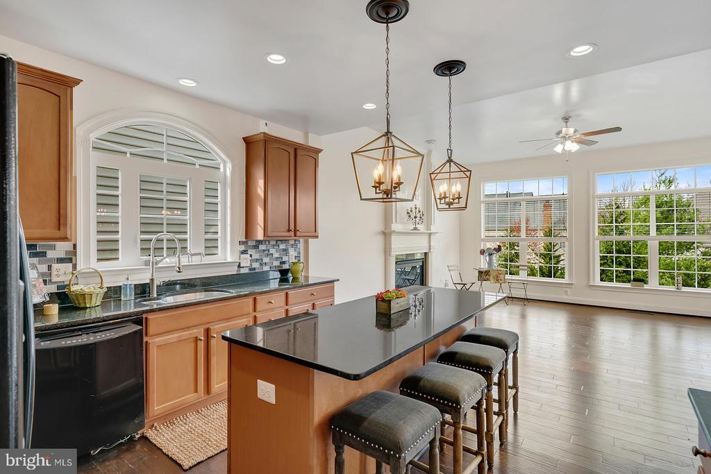 Sun drenched open floor plan view from kitchen. - 43988 RIVERPOINT DR, LEESBURG