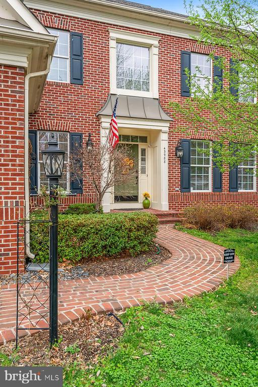 Brick walkway & gas lantern compliment entry. - 43988 RIVERPOINT DR, LEESBURG