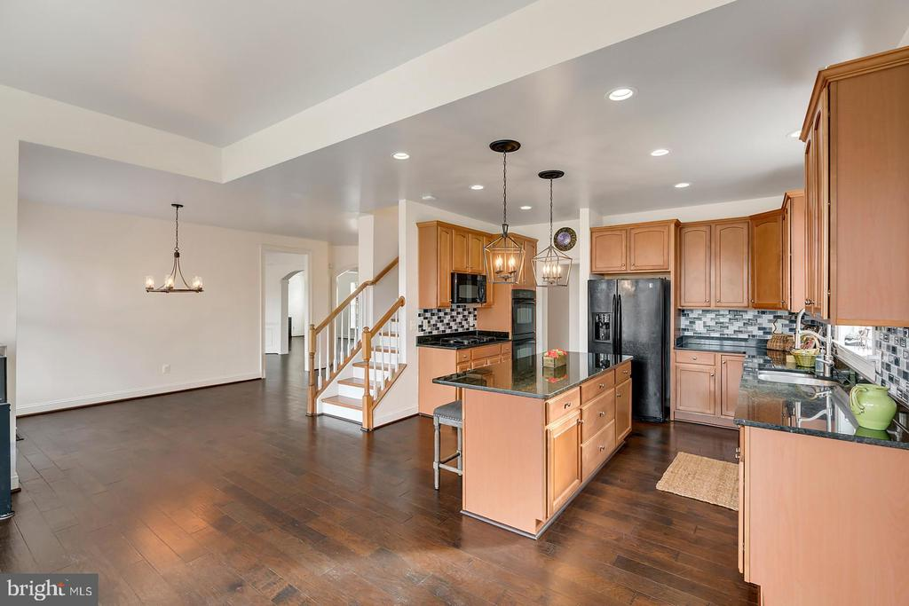 Room for your favorite farm table! - 43988 RIVERPOINT DR, LEESBURG