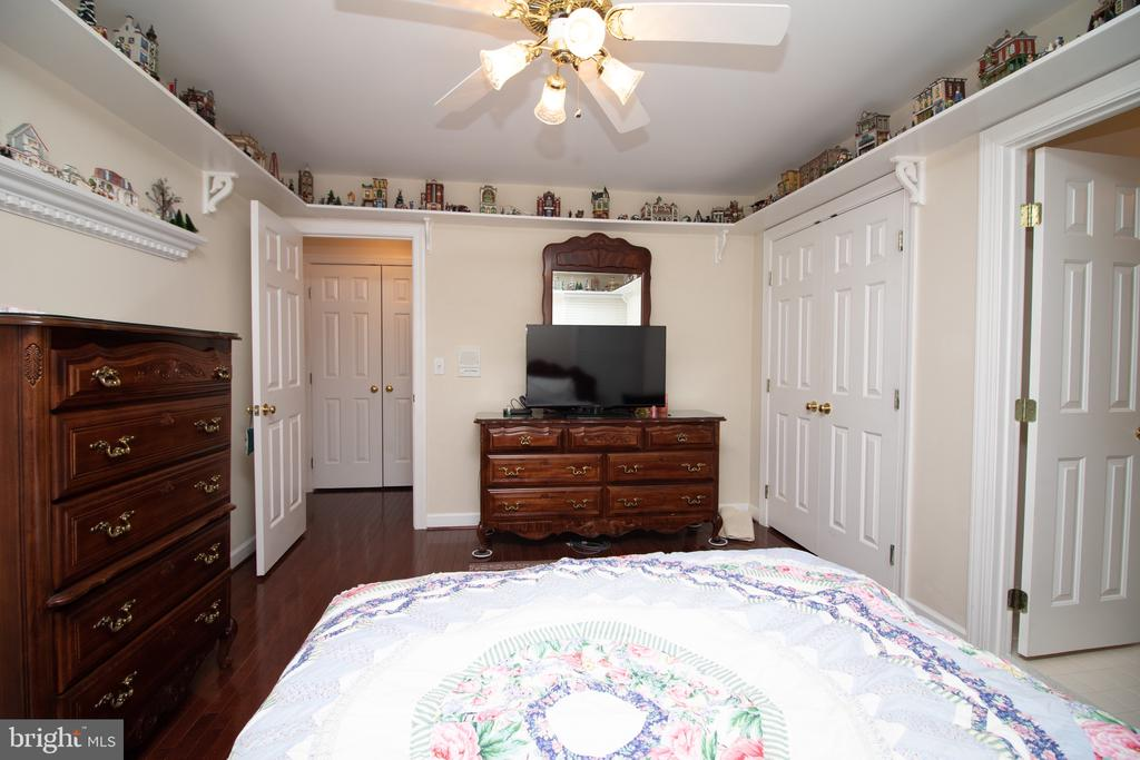 Bedroom 2 on the Upper Level with Private Bathroom - 25282 KENNEBEC DR, CHANTILLY