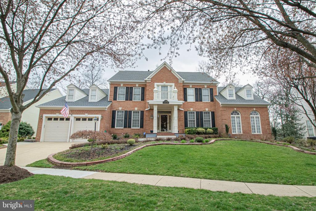Almost 8,000 Sq.Ft. of Luxurious Living Space - 25282 KENNEBEC DR, CHANTILLY