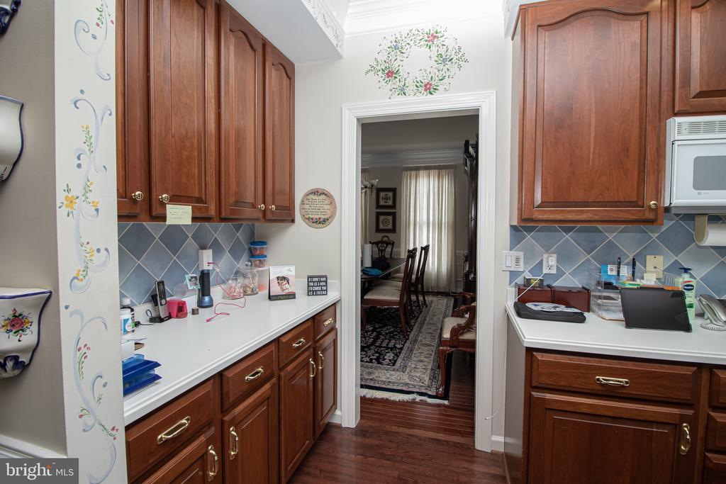 Kitchen with Access to the Dining Room - 25282 KENNEBEC DR, CHANTILLY