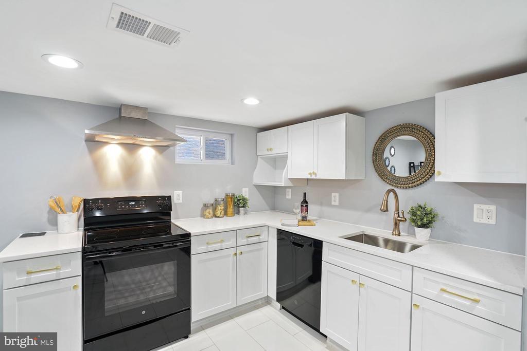 Apartment Kitchen - 2217 FLAGLER PL NW, WASHINGTON