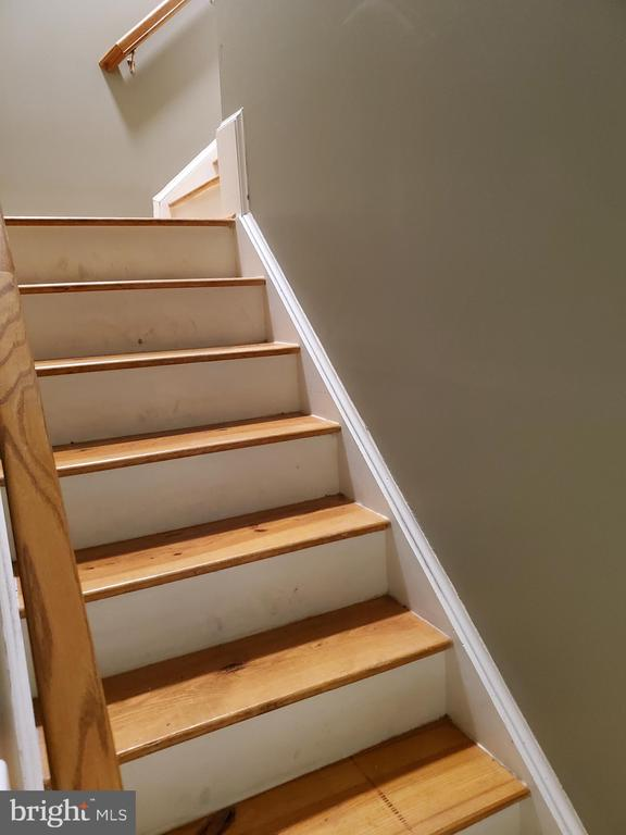 Steps to Bonus Room Over Garage - 403 WESTOVER PKWY, LOCUST GROVE