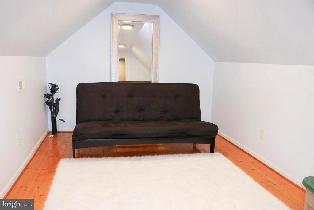 Bonus Room - 403 WESTOVER PKWY, LOCUST GROVE