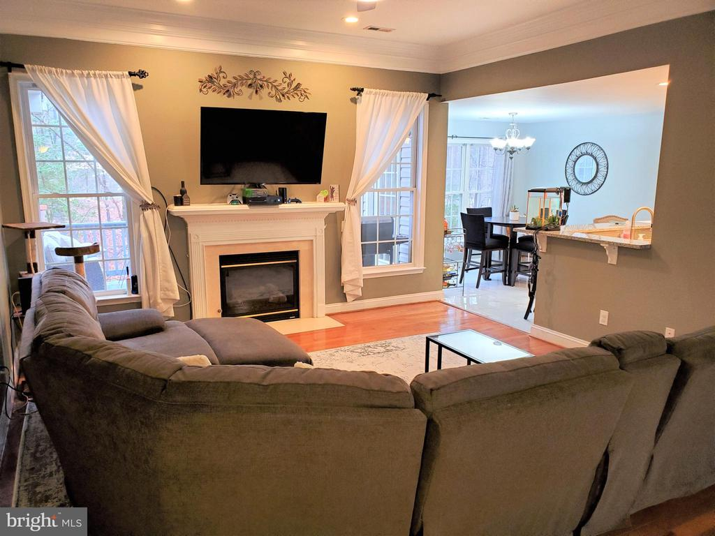 Large Family Room w/Gas Fireplace - 403 WESTOVER PKWY, LOCUST GROVE