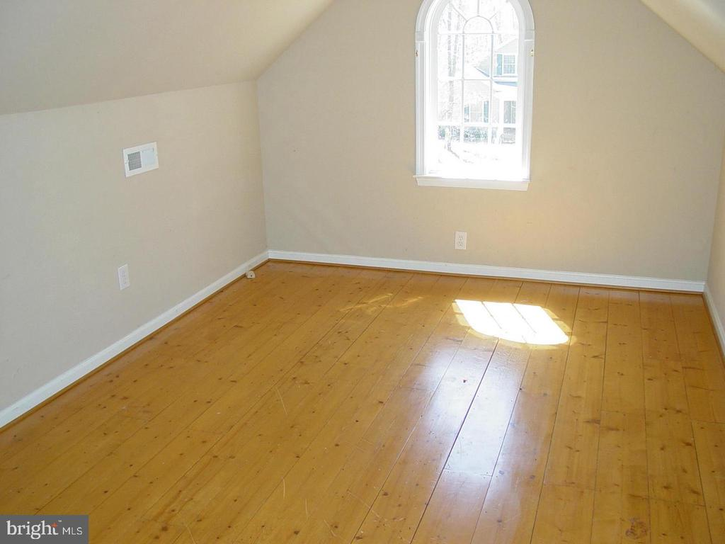 Bonus Room Bamboo Flooring - 403 WESTOVER PKWY, LOCUST GROVE