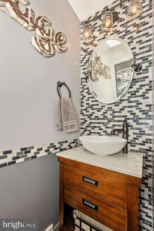 Main Level Powder ROOM - 6208 ILLINOIS CT, NEW MARKET