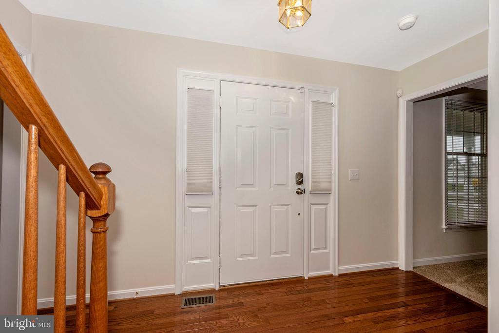 Spacious foyer with hardwood flooring - 2505 UNDERWOOD LN, ADAMSTOWN