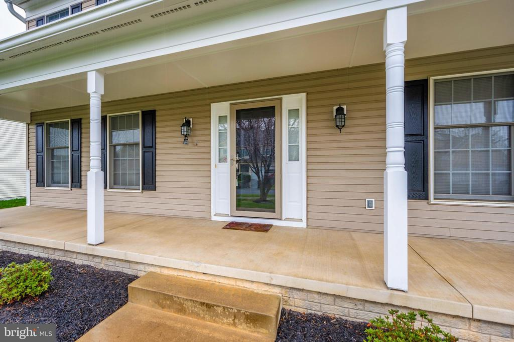 Covered front porch - 2505 UNDERWOOD LN, ADAMSTOWN