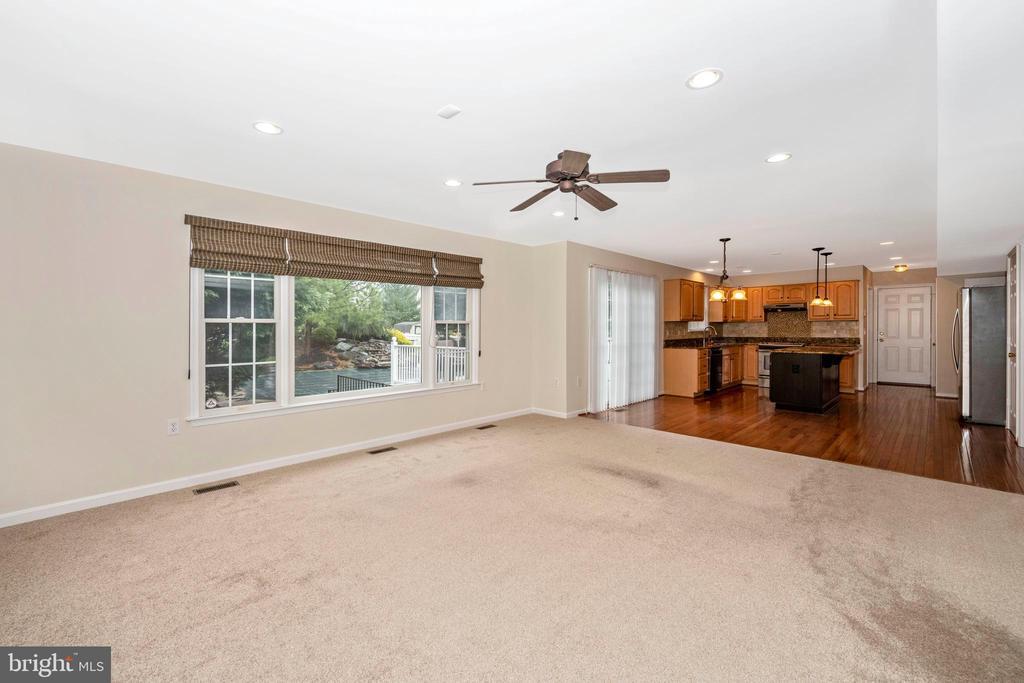 Main level family room - 2505 UNDERWOOD LN, ADAMSTOWN