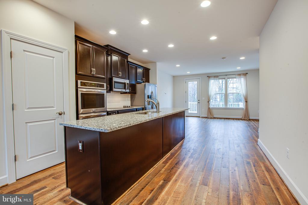 Open Floor Plan - 8900 ENGLEWOOD FARMS DR, MANASSAS