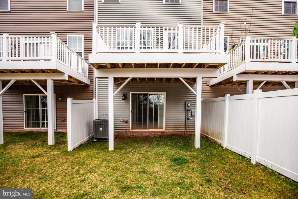 Partially fenced for privacy - 8900 ENGLEWOOD FARMS DR, MANASSAS