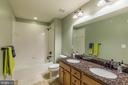 The upper hall bath - 17109 GULLWING DR, DUMFRIES