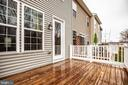 Spacious deck for entertaining - 8900 ENGLEWOOD FARMS DR, MANASSAS