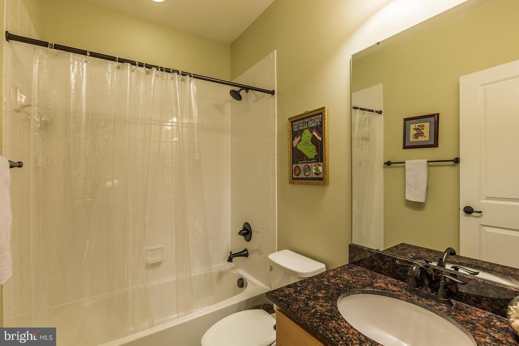 Full Bathroom #4 - 17109 GULLWING DR, DUMFRIES