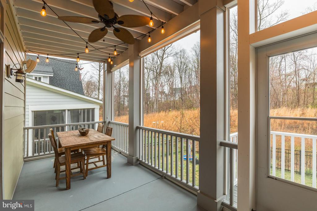 The screened rear porch with blinds! - 17109 GULLWING DR, DUMFRIES