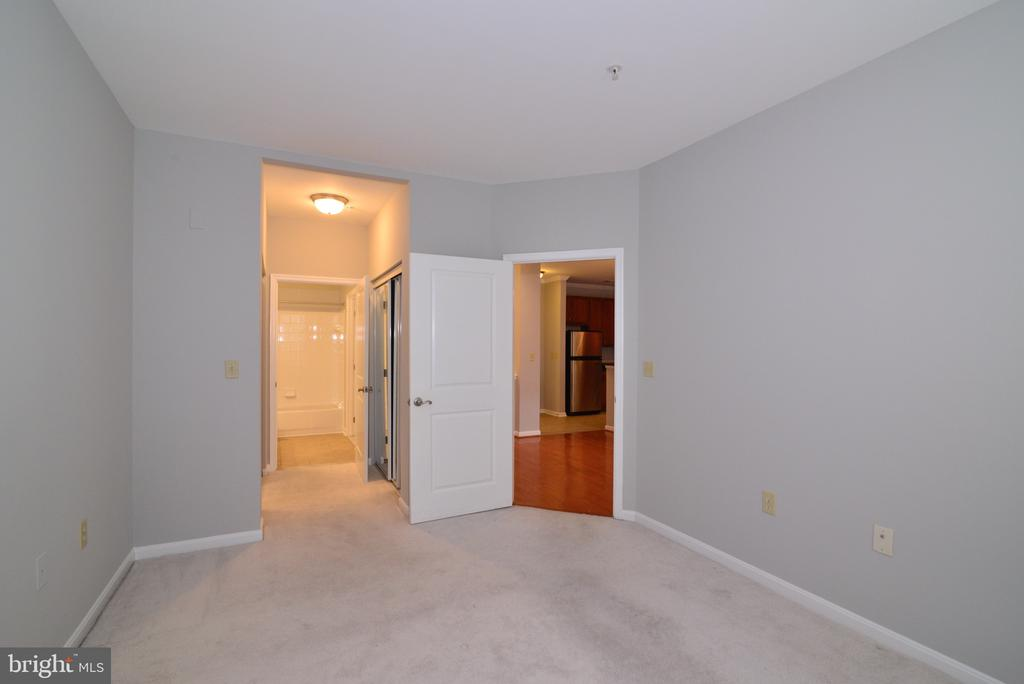 Second bedroom with two closets - 2655 PROSPERITY AVE #119, FAIRFAX