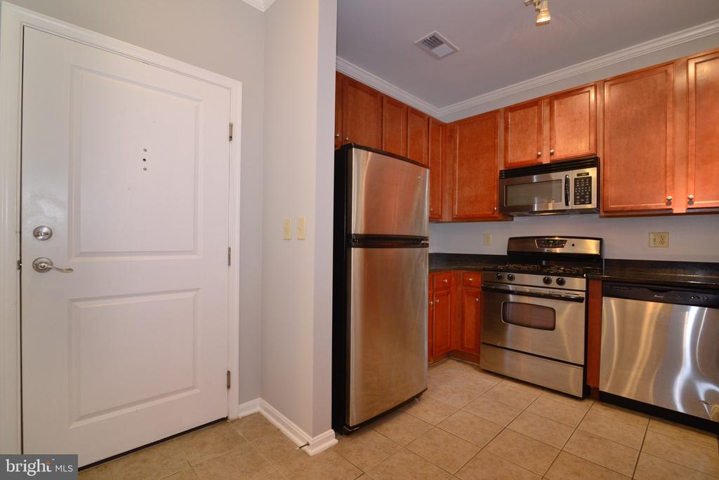 Freshly painted unit for new buyer - 2655 PROSPERITY AVE #119, FAIRFAX
