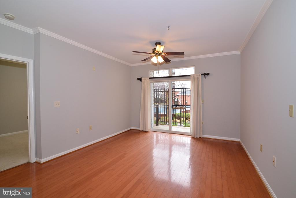 Living room with view of community pool - 2655 PROSPERITY AVE #119, FAIRFAX