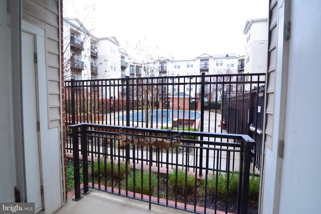 Patio and view of pool - 2655 PROSPERITY AVE #119, FAIRFAX