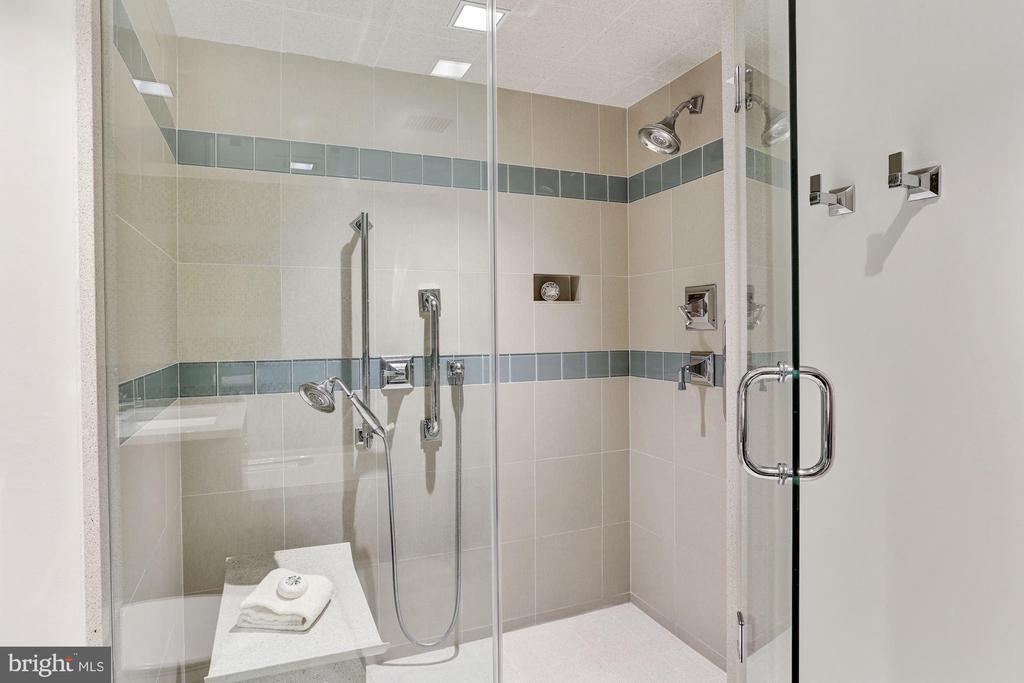 Master Bath - 1015 33RD ST NW #702, WASHINGTON