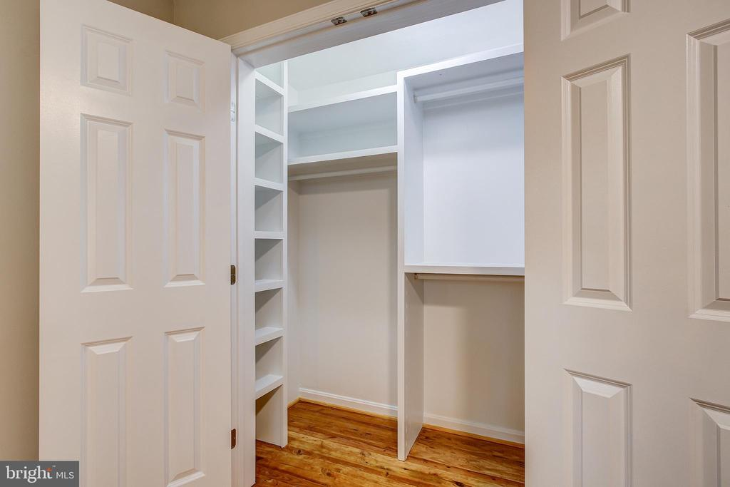 MASTER BEDROOM WALK IN CLOSET - 10311 DETRICK AVE, KENSINGTON