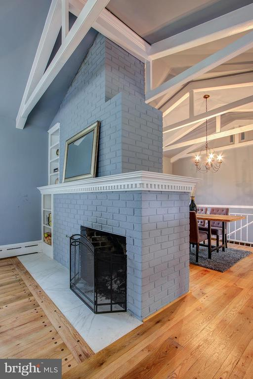 COZY FIREPLACE - 10311 DETRICK AVE, KENSINGTON
