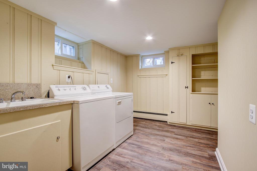LOWER LEVEL LAUNDRY ROOM - 10311 DETRICK AVE, KENSINGTON
