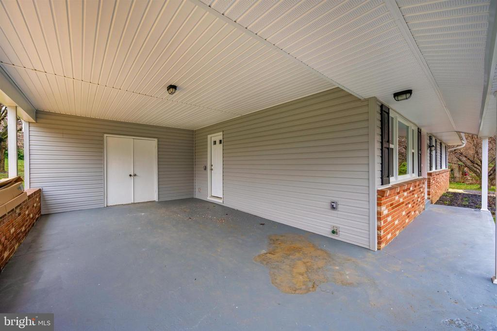 Exterior Front/Car Port - 8846 MAPLEVILLE RD, MOUNT AIRY