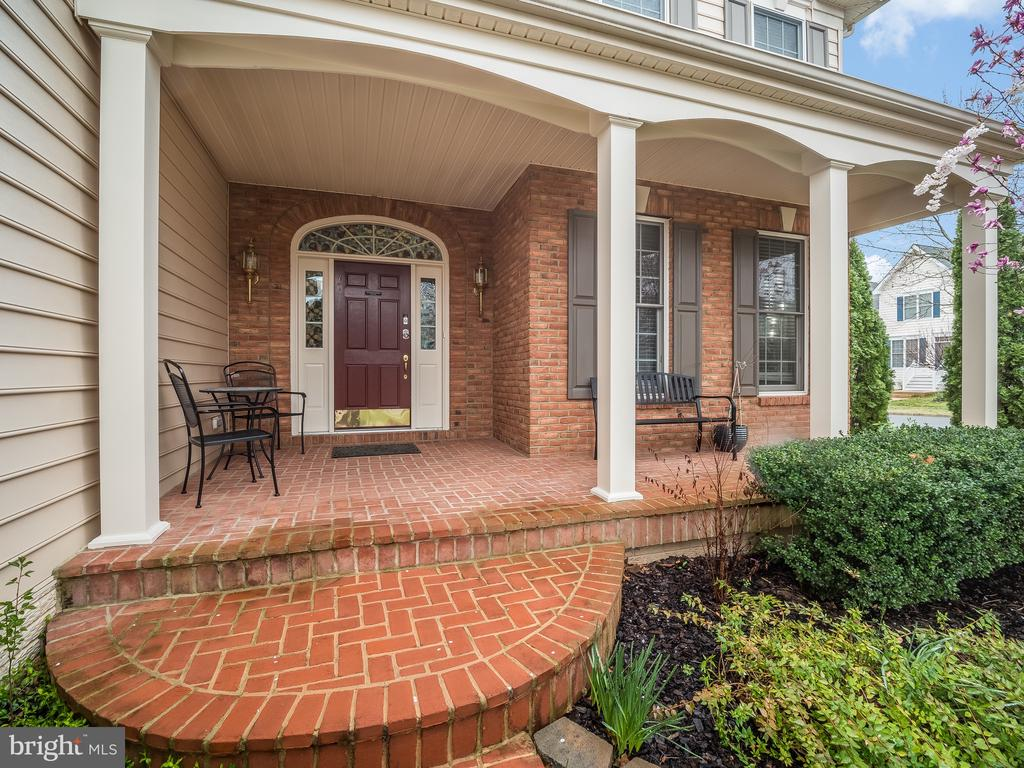 Front Porch - 43075 BARONS ST, CHANTILLY