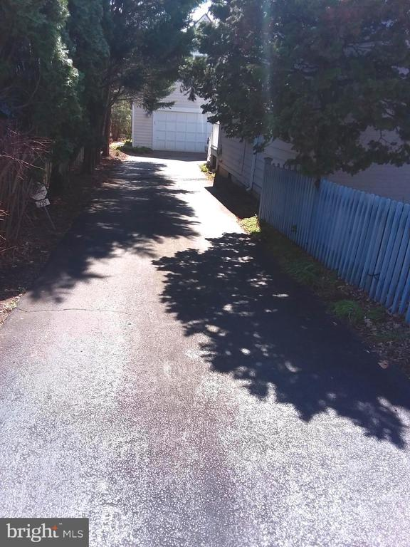 Paved drive leads to ample offstreet parking. - 239 W MARKET ST, LEESBURG
