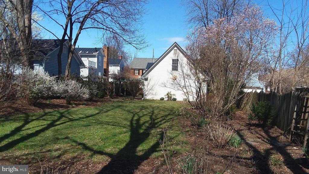 Fenced yard has shade trees, flowering shrubs. - 239 W MARKET ST, LEESBURG