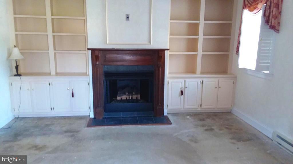Front door opens to den with fireplace, shelves. - 239 W MARKET ST, LEESBURG