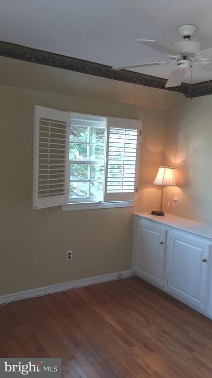 Corner guest room has built-in cabinet. - 239 W MARKET ST, LEESBURG