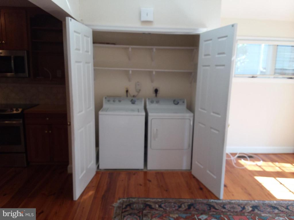 Washer and dryer on main level. - 239 W MARKET ST, LEESBURG
